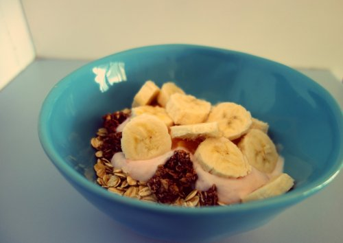 yoghurt-with-oats-granola-and-fruit